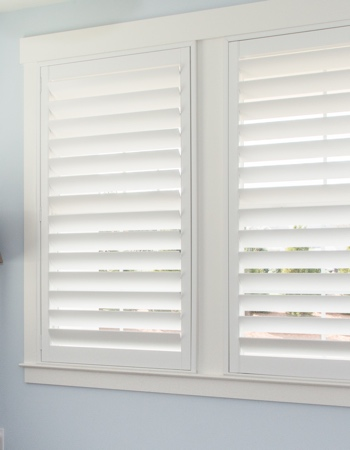 White plantation shutters with hidden tilt rods in Cincinnati
