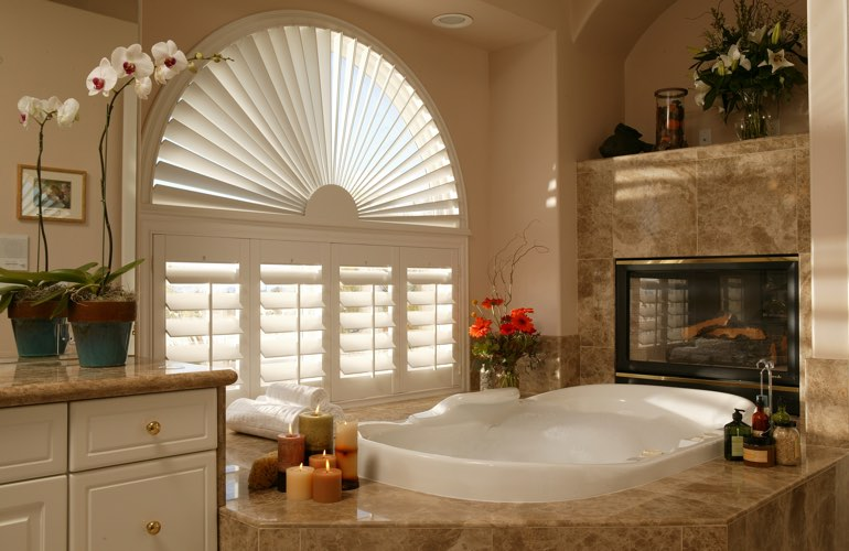Sunray shutters in a Cincinnati bathroom.